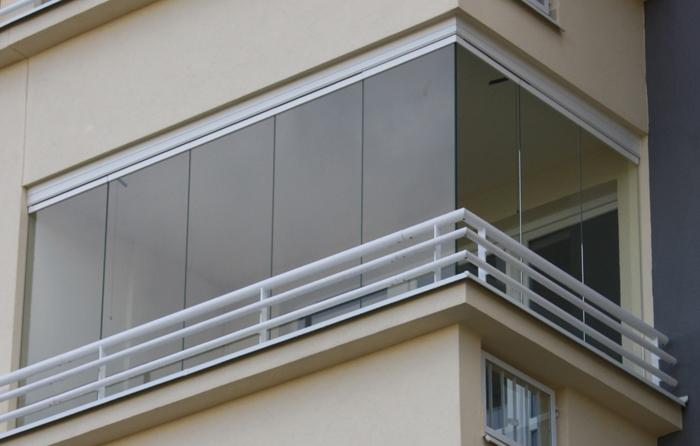 bezramowa zabudowa balkonu