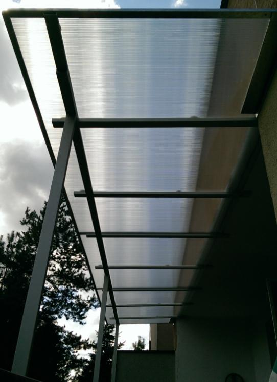 dach z płyty poliwęglanowej