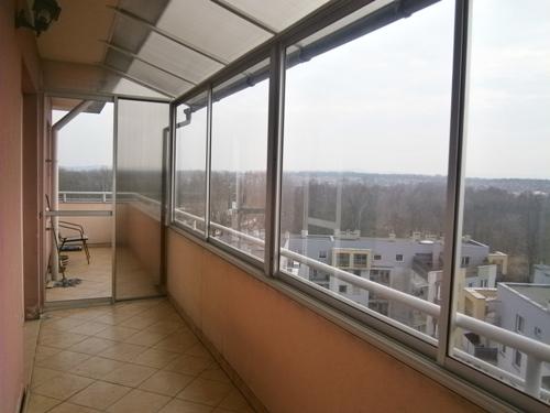ramowa zabudowa balkonu z daszkiem poliwegalnowym